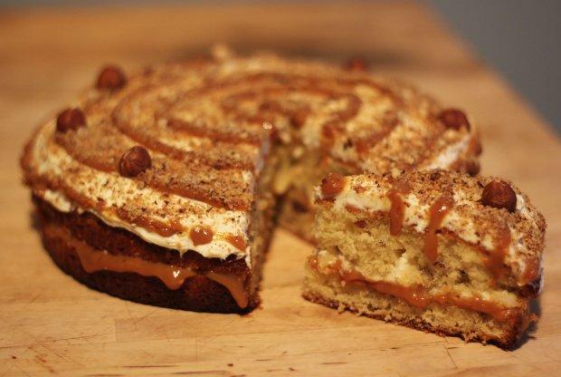 Dulce de Leche Cake © Laura Madeleine