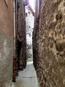 narrow street in saint-martin vesubie
