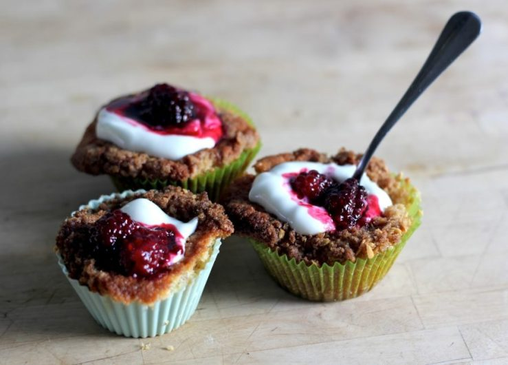 blackberry crumble cupcakes